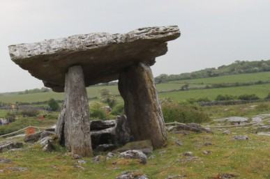 Poulnabrone tomb